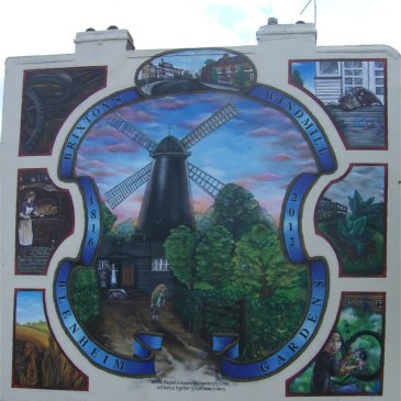 windmill mural, photo by Juliamaud