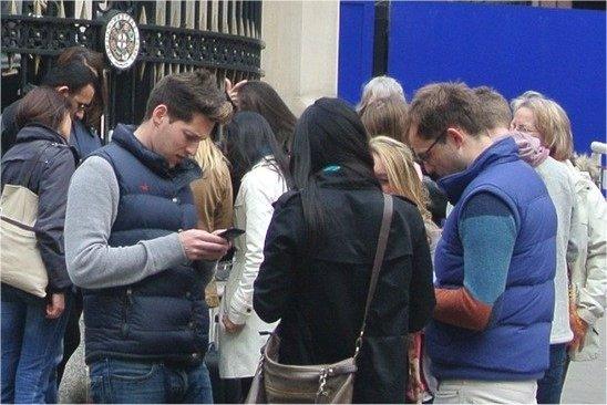 Treasure Hunters using phone for hunting with Treasure Hunts in London