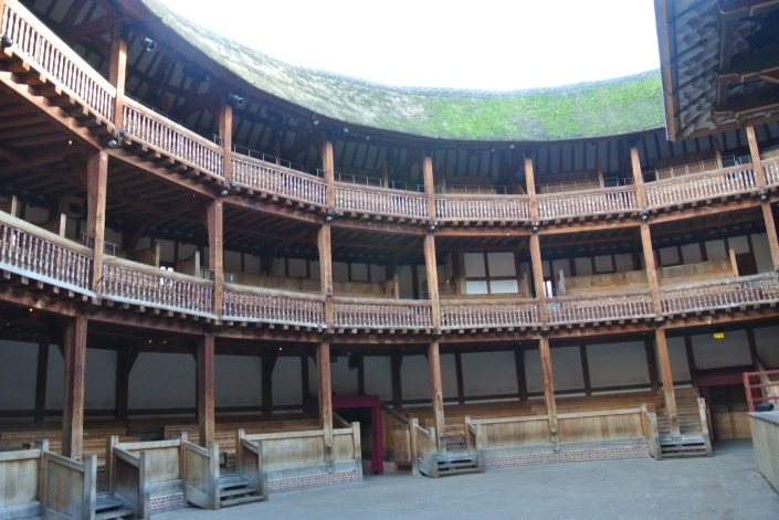 The Globe is London's only open air theatre with  a thatched roof - photo by Juliamaud