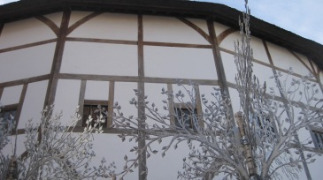the Globe Theatre photo by Juliamaud