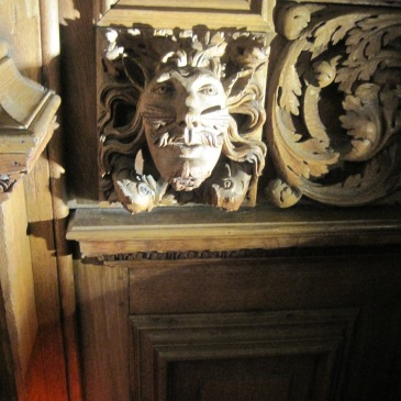 Oak carvings at Tredegar House - photo by Juliamaud